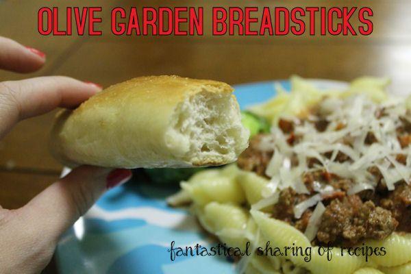 Olive Garden Breadsticks {Copycat} - make your own never-ending basket at home #recipe #bread