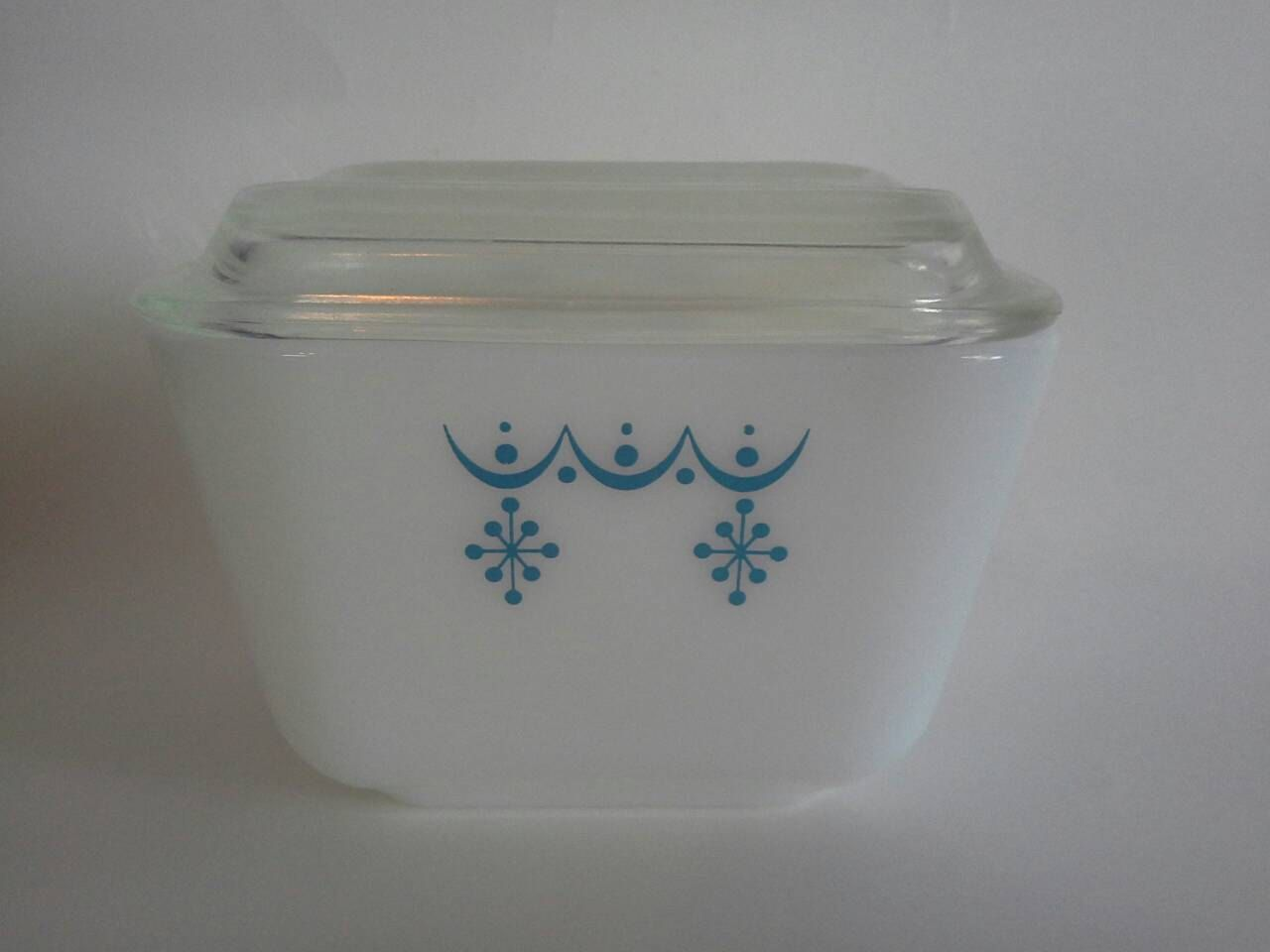 Vintage Pyrex 1 1 2 Cup Snowflake Blue Garland Refrigerator Dish 501 Pyrex Vintage Vintage Pyrex Patterns Pyrex Patterns
