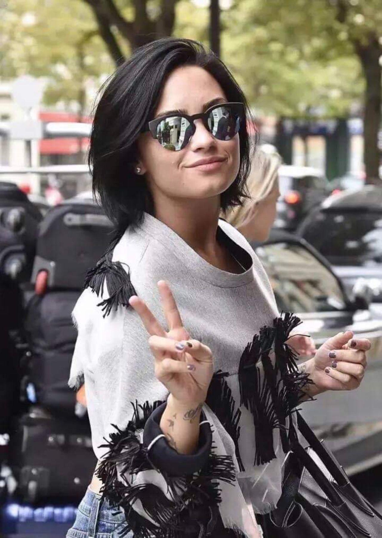 I Am Obsessing Over Demi Lovato Haircut