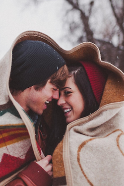 Cute Winter Engagement Photo Idea Have The Blanket Form A Heart