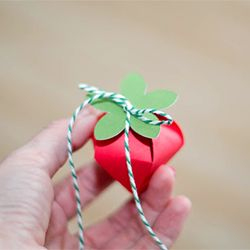 Tutorial showing how to make these cute strawberry boxes ...