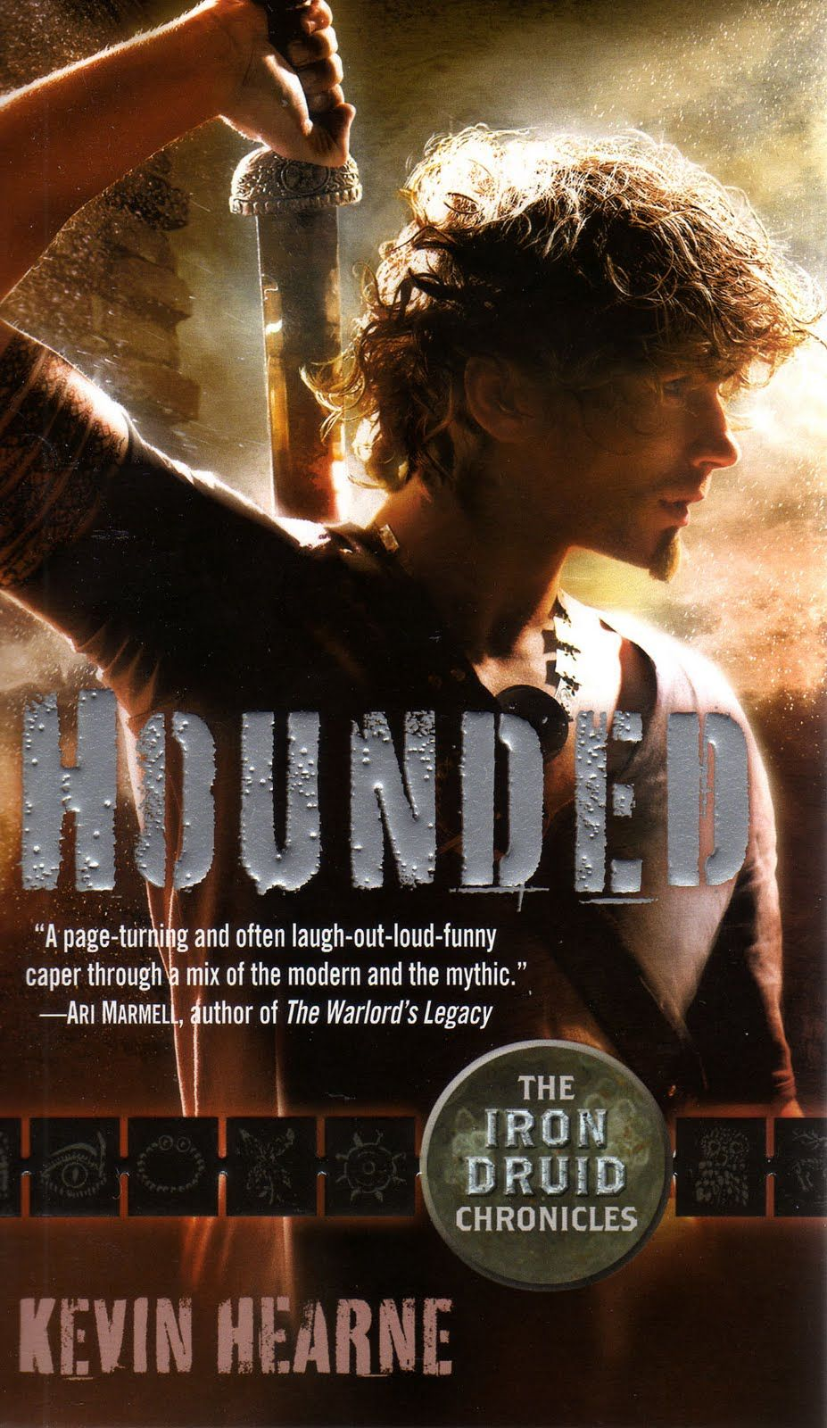 Hounded (book) : Hearne, Kevin : Atticus O'sullivan, The Last Of The  Druids, Finds His Peaceful Life In Arizona Shattered By The Arrival Of An  Angry Celtic