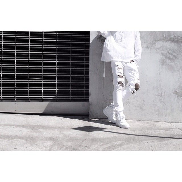 """""""14 Fall White Ripped Jeans detail. You can customize the destroyed parts with a scissor ✂️ #c2h4"""""""