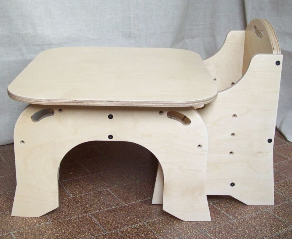 Arredamento Montessori ~ Metodo montessori tavolino con sedie regolabile in altezza