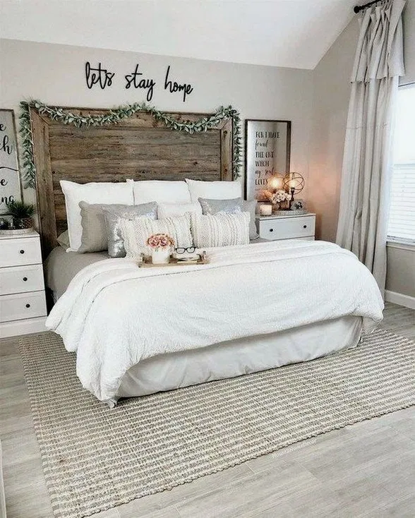 33 Farmhouse Rustic Master Bedroom Ideas For You Bedroomdecor Bedroomdesign Bedroo In 2020 Farmhouse Style Master Bedroom Small Master Bedroom Master Bedrooms Decor