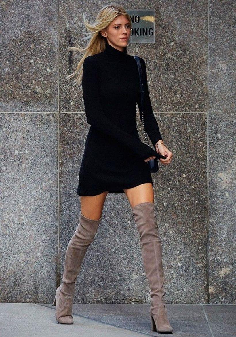 черное платье с сапогами фото маска