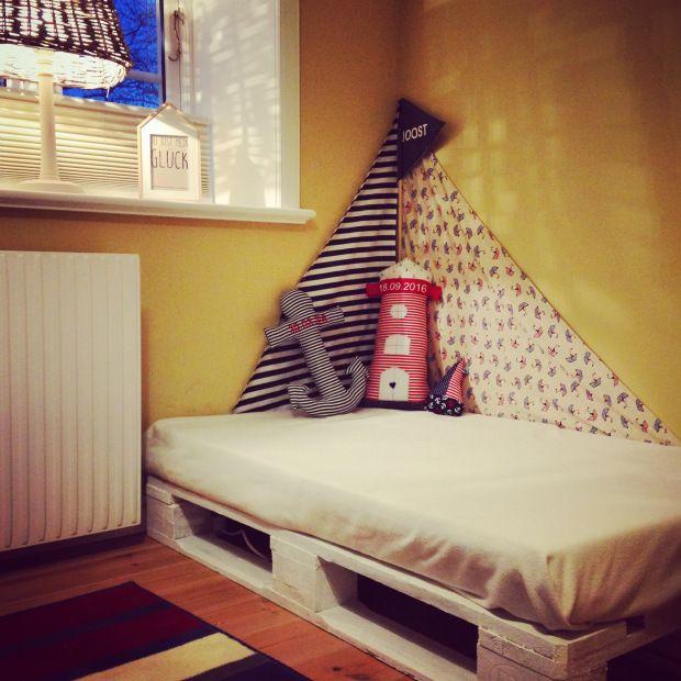 Kuschelecke für das Kinderzimmer: schnell, einfach, maritim und günstig. #diy #europalette #palettenmöbel #kinderzimmer #montessoriselbstgemacht