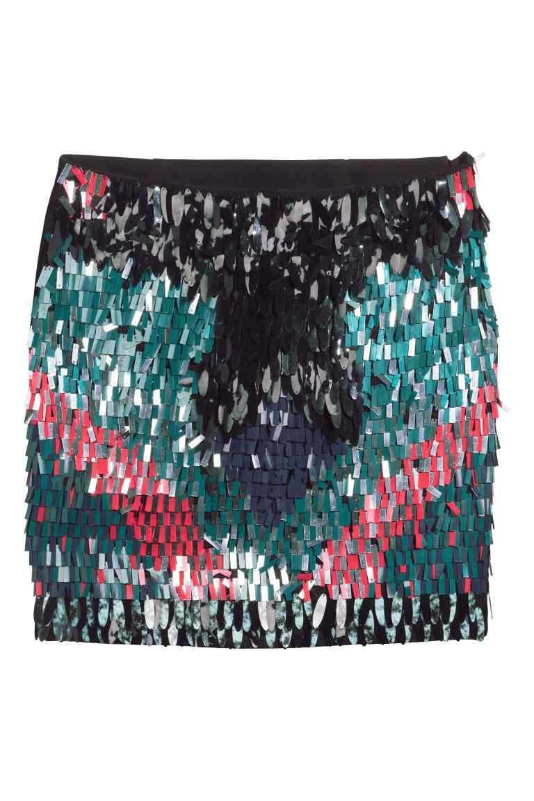 Falda de lentejuelas  Falda corta de tela con bordado de lentejuelas en la  parte delantera y cremallera lateral oculta. Forrada. 9e880c3125c5