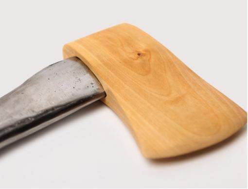 Paradoksaalinen kirves on puuta ja rautaa — Hilavitkutin.com