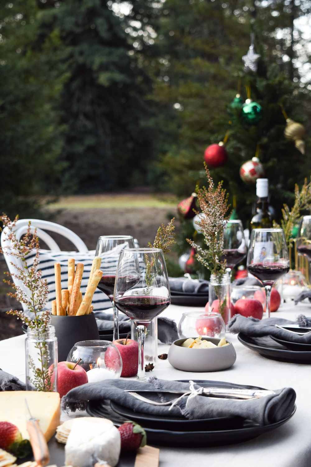 Your Guide To Hosting Christmas In July In Australia Decorating