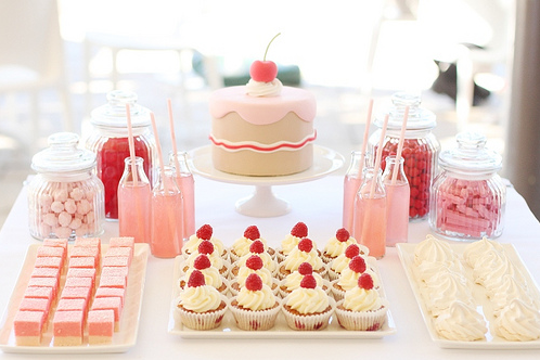 Love the pink lemonade in the little milk bottles with pink straws.