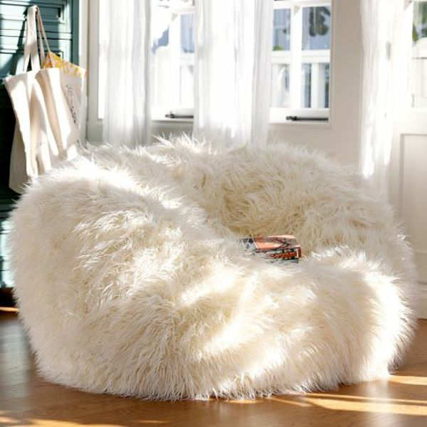 le pouf g ant un coussin de sol amusant et confortable fourrure blanche. Black Bedroom Furniture Sets. Home Design Ideas