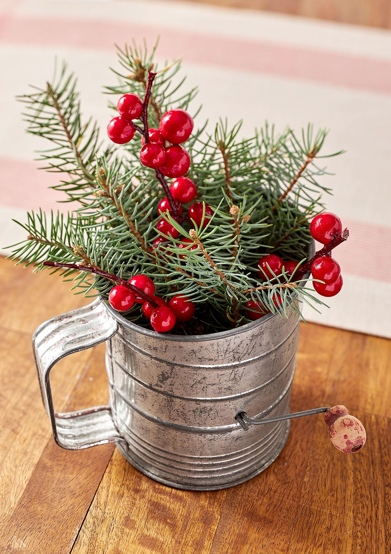 22 Gorgeous Farmhouse Christmas Crafts to Make This Holiday