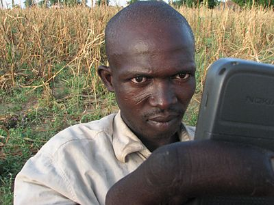 Farmers in Niger are now learning to read and to check market prices with their cell phones.
