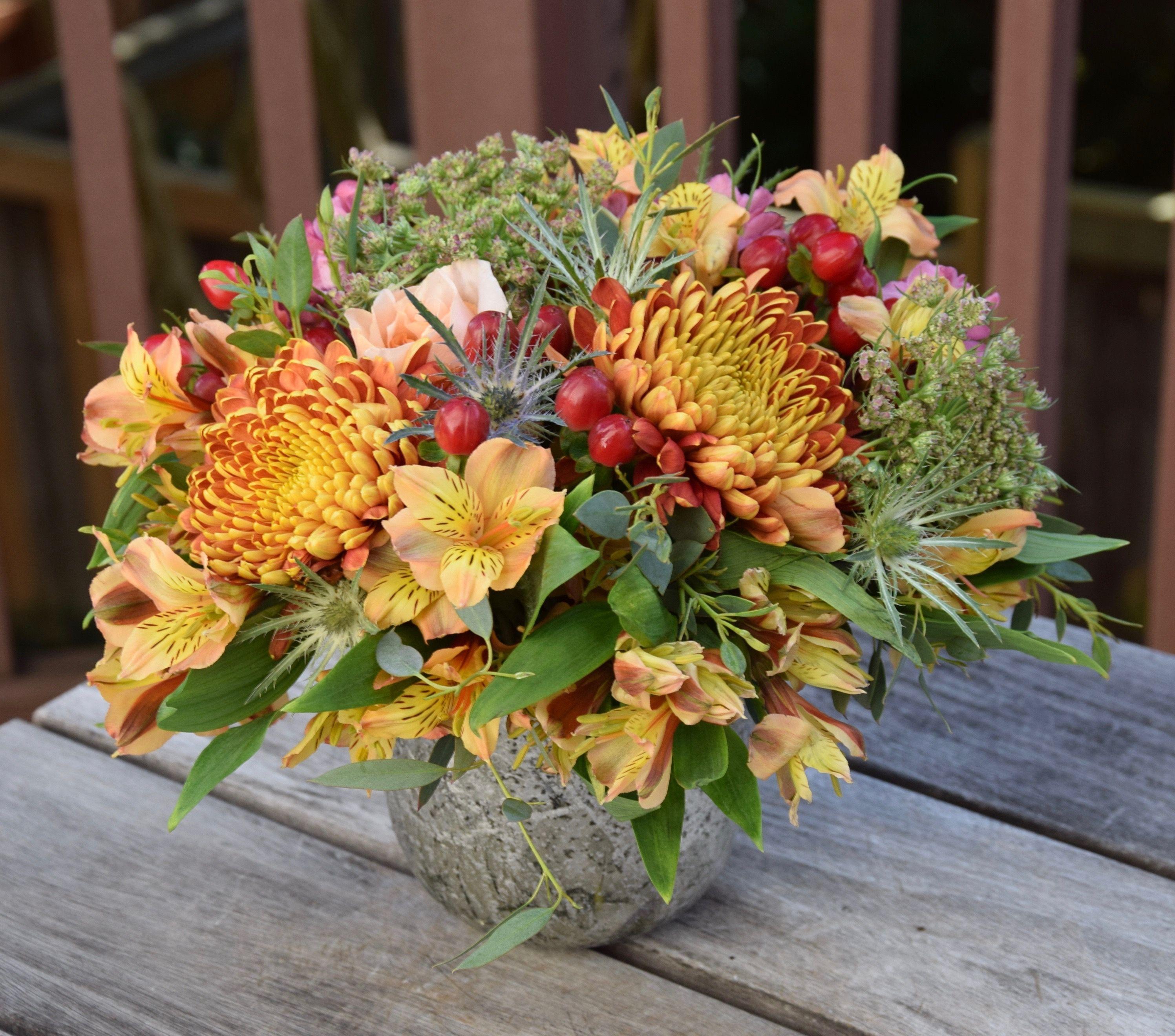 Fall flower arrangement Fresh flowers arrangements, Fall