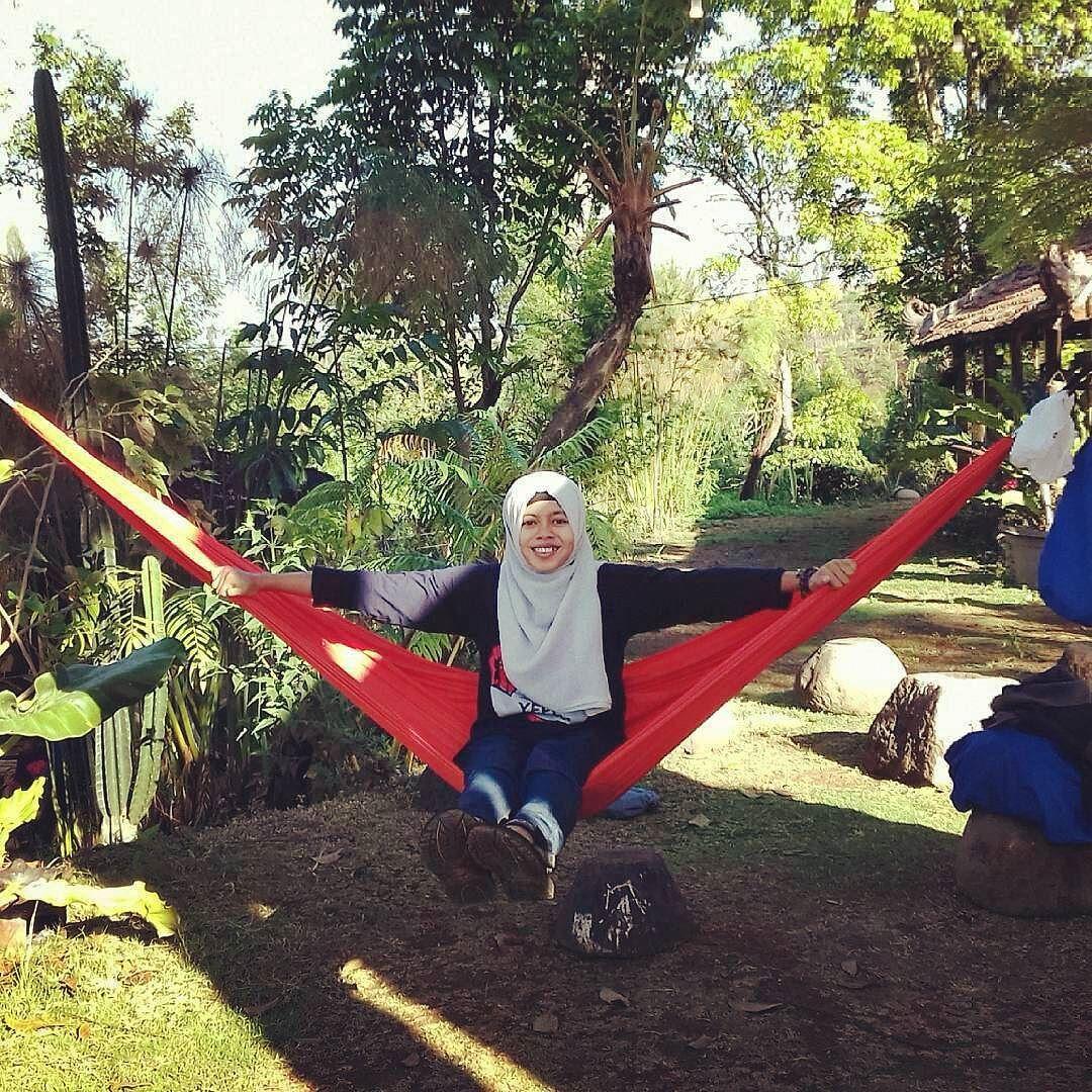 @Regrann from @susi_zian -  It's my way enjoying my life.  #latepost #diesnatalis #diesnatalis46 #yepe #ndayung #ndayungrafting #hammock #hammocklife #hammocklifestyle #hammocking #Regrann by @hammockponorogo