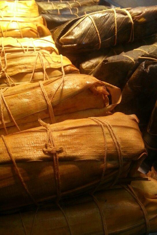Bollos preñados y tamales. Estos me los encontré en la feria Panamá Gastronómica 2013. No probé -qué pena- solo fotografié.