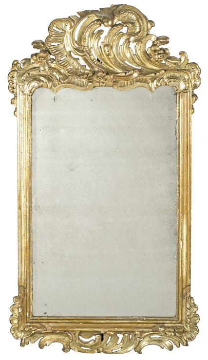 Espejo alemán de estilo Rococó con marco en madera tallada y dorada ...