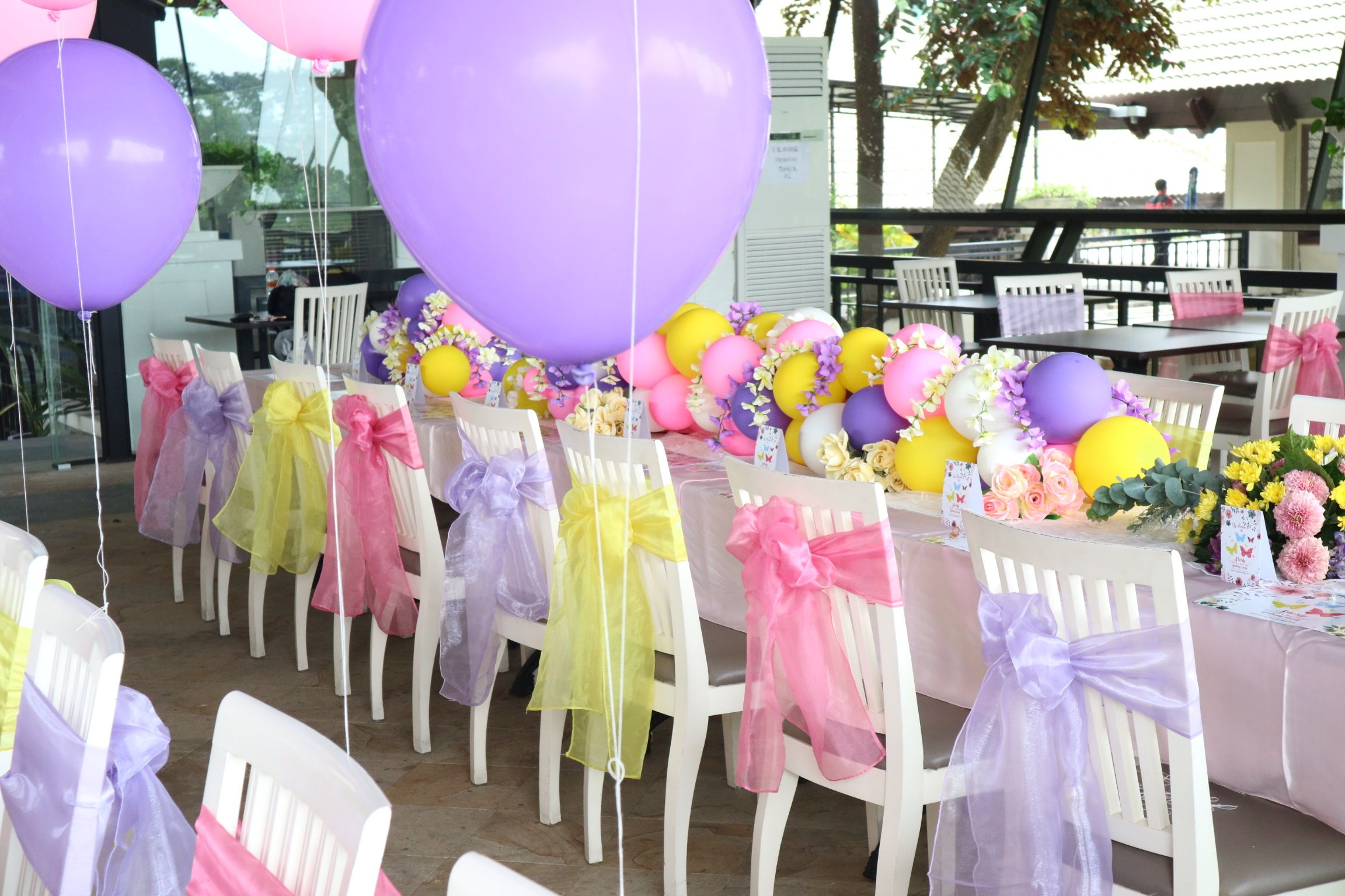 Balloon garland for centerpiece decoration by Charis decoration