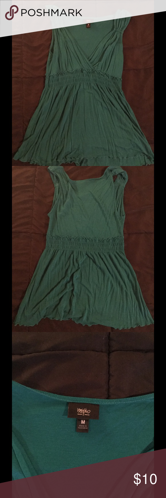 Green, flowy tank top Really pretty green tank. Bottom is very flowy and top is form fitting and low cut. Very flattering. Size M Tops Tank Tops