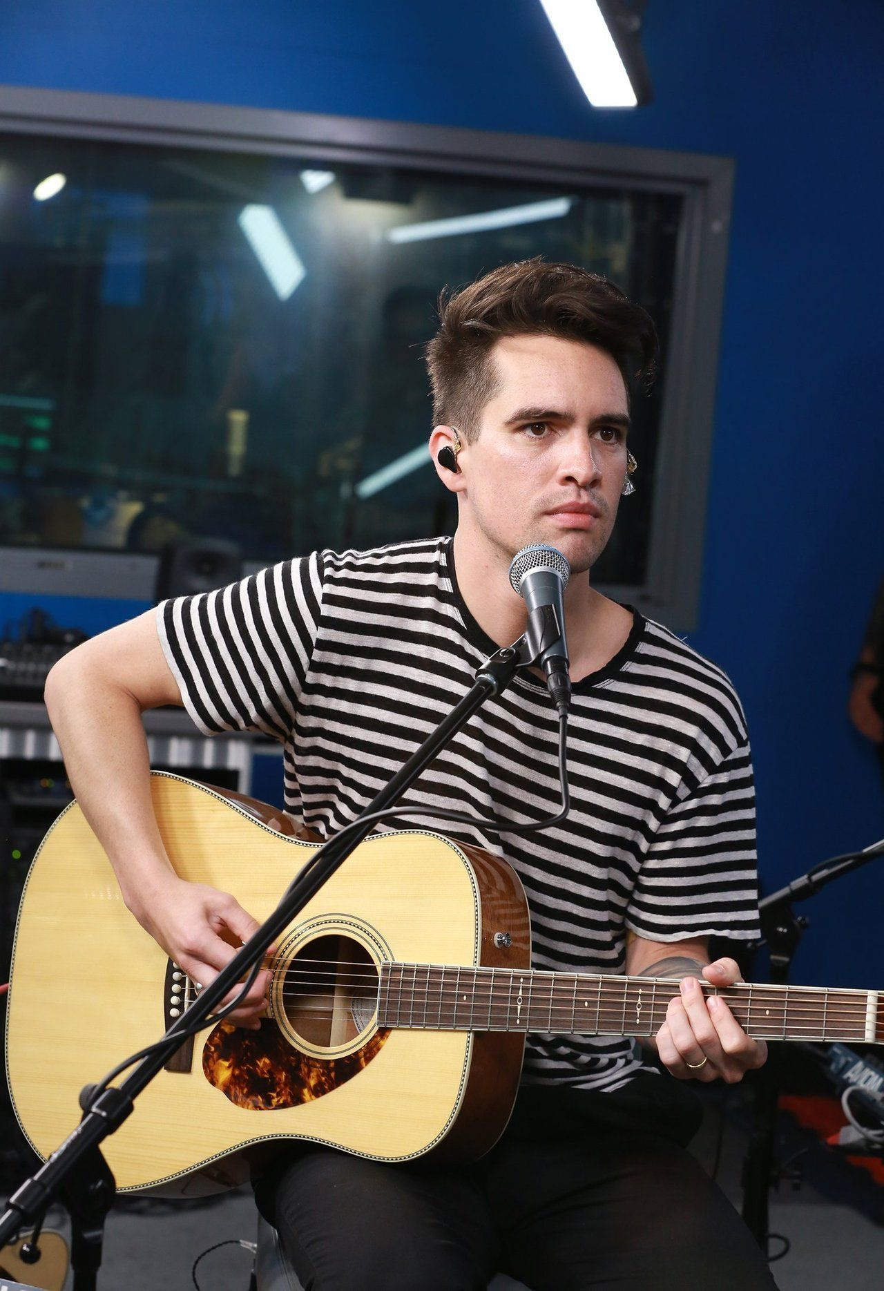 Brendonuriesource Brendon Urie Fall Out Boy Songs Beebo