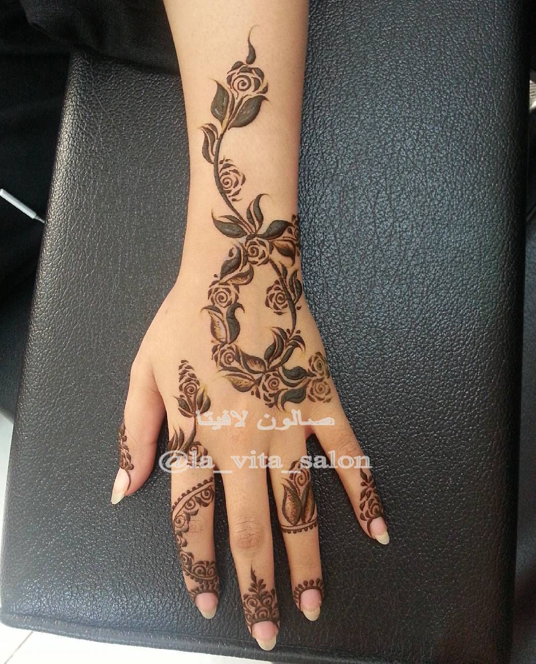 Beauty On Instagram حناء حنايات الحناء رسم نقش فن موضه ديزاين الامارات ابوظبي مشاركه دبي ت Henna Designs Hand Latest Mehndi Designs Henna Tattoo Designs