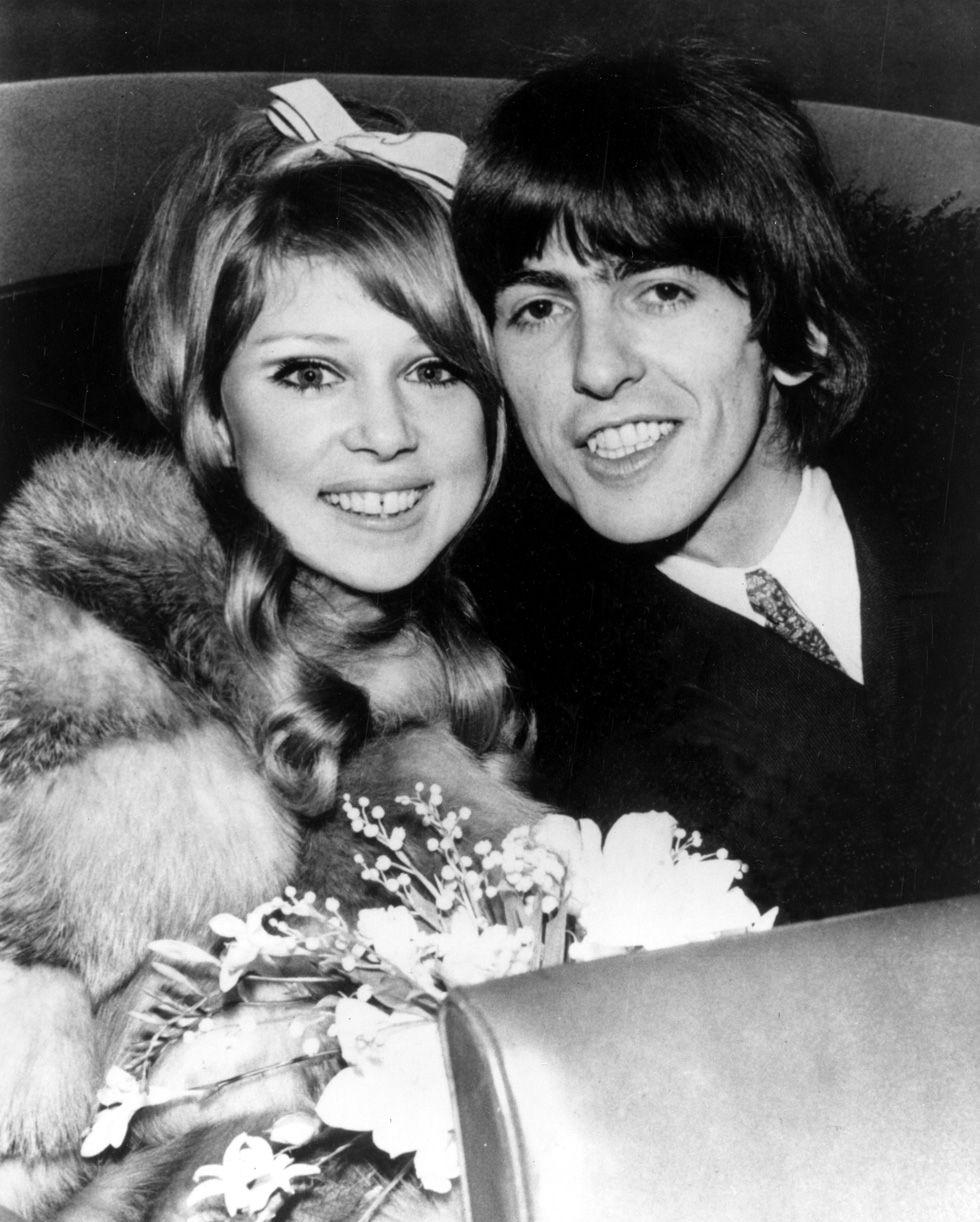 IlPost - George Harrison con la moglie Pattie Boyd il giorno del loro matrimonio, 21 gennaio 1966 (AP Photo) - George Harrison con la moglie Pattie Boyd il giorno del loro matrimonio, 21 gennaio 1966 (AP Photo)