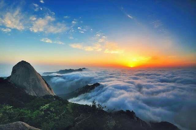 Sunrise at Baegundae Peak Seoul, Korea  서울 백운대 일출