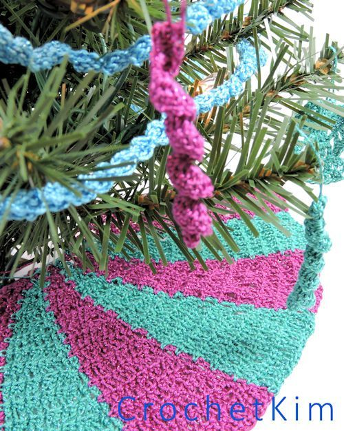 CrochetKim Free Crochet Pattern | Carousel Mini Tree Skirt ...