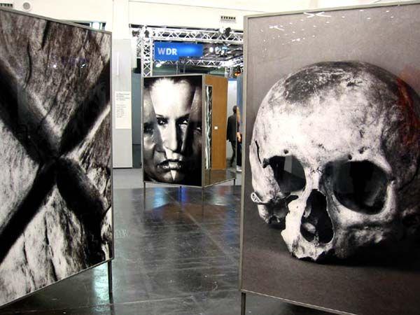 Katharina Sieverding in Köln Sculpture, sponsored by Sabine Kunst/Michael Neff  http://www.artnet.com/Magazine/reviews/robinson/robinson11-1-10.asp#  Regenbogen auf Koeln