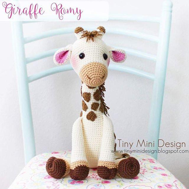 Merhabalar, Tatlı ve masum zürafam.. Tabiiki yine @mykrissiedolls ...