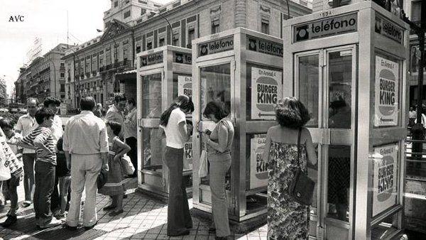 Las nuevas cabinas telefonicas en la puerta del sol a os for Telefono puerta del sol