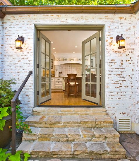 21 Cool Front Door Designs For Houses: Striking Classic Ranch House; 1950's House: Exciting