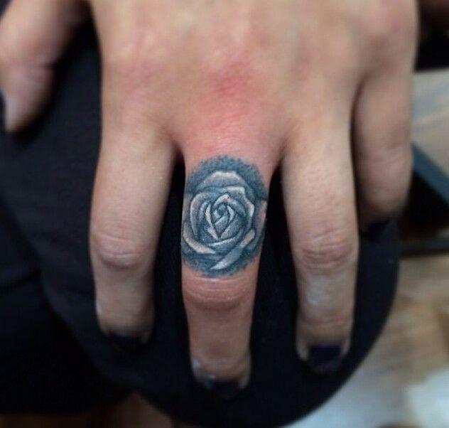 Finger flower tattoo tattoos pinterest flower for Tattoo tip percentage