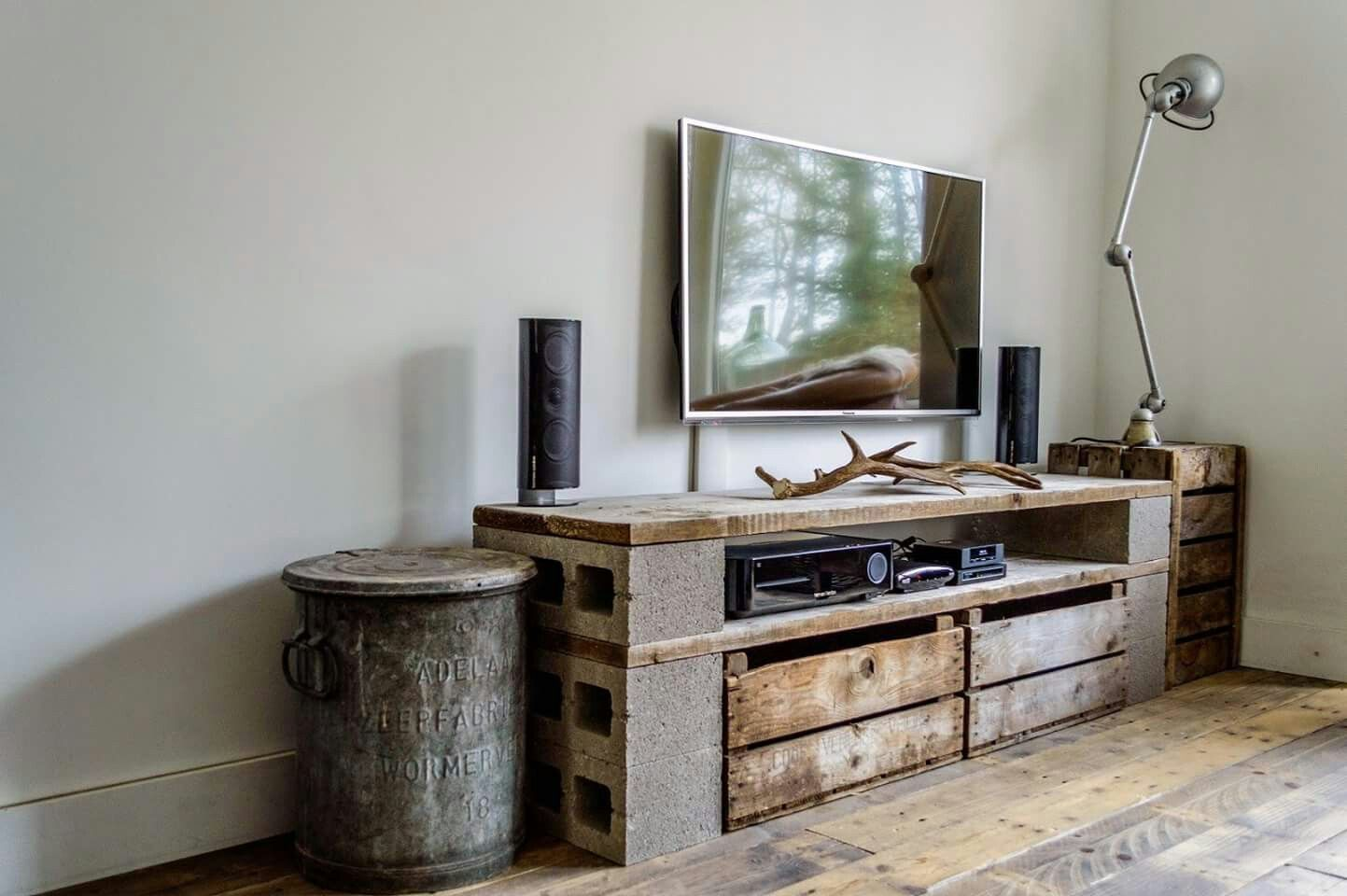 Cinder block tv stand i like this one furniture - Mobel block schlafzimmer ...