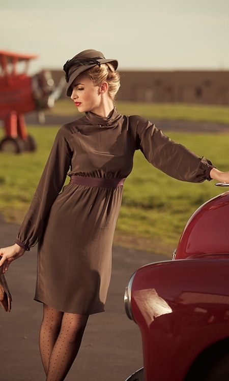 love the dress.  so drapey and feminine.  i know one could make a nursing dress in this style...  i gotta learn to sew...  Really love the hat, too!!