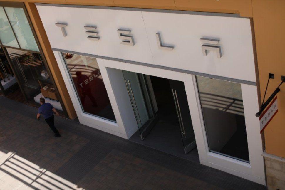 Tesla Starts Taking Orders for Premium Solar Roofs Solar