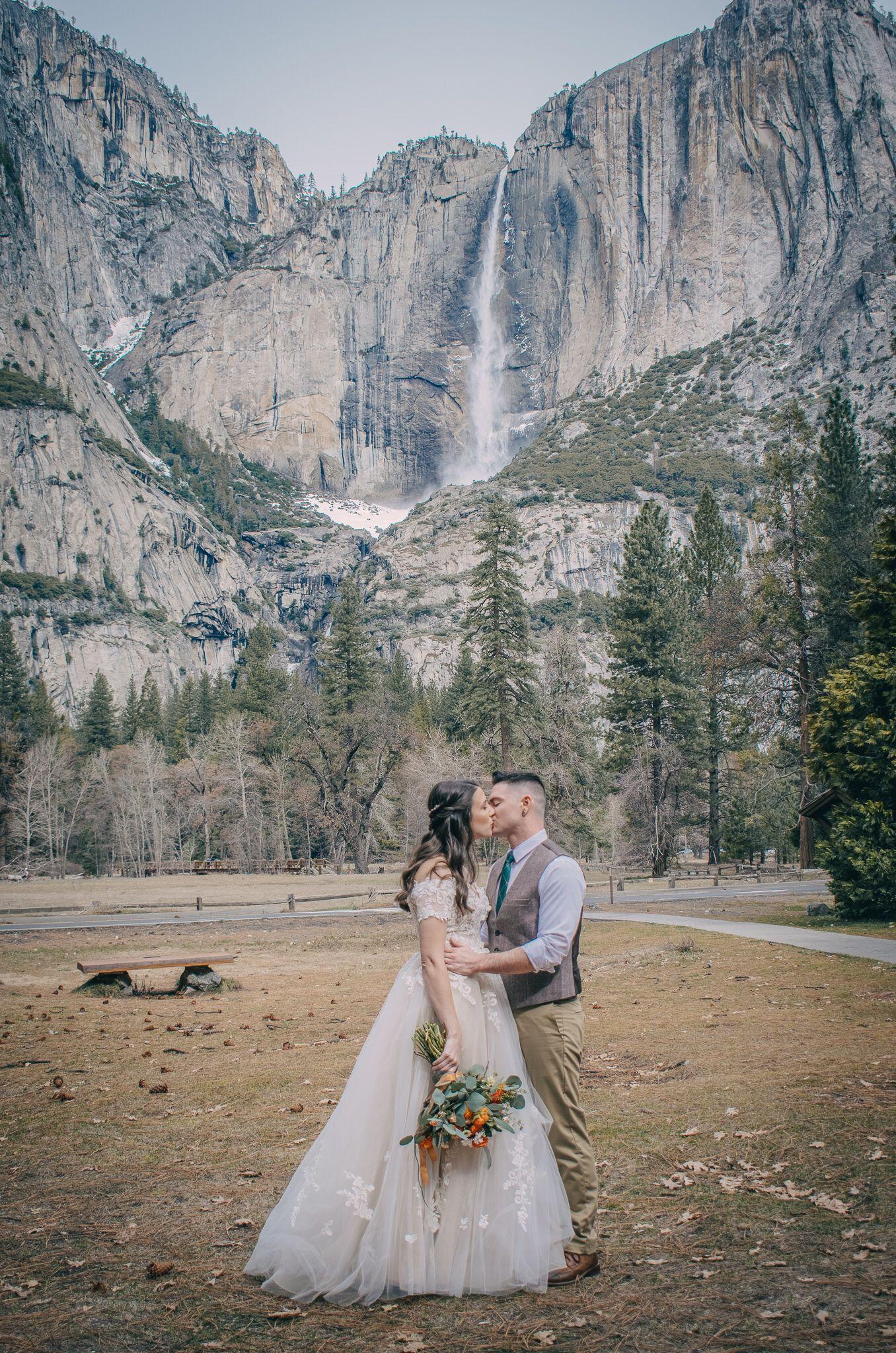 sweet & intimate small chapel wedding in Yosemite Valley ...