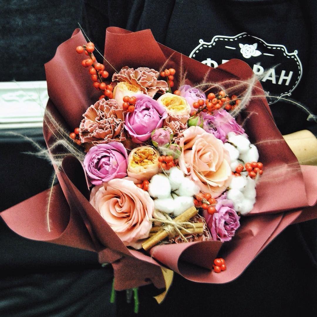 Vybiraem Tolko Samye Krasivye Cvety Dlya Vashih Buketo Takie Krasivye Chto Inogda Dazhe Zhalko Ih Otdavat Vash Flor Flower Boxes Flower Shop Table Decorations