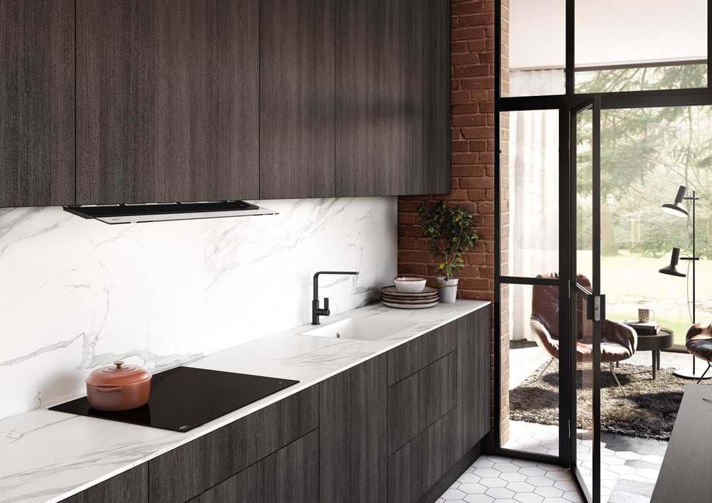Okap Novy Fusion Eleganckie Rozwiazanie Do Plytkich Szafek Foto Novy Built In Cookers Kitchen Solutions Small Kitchen Cabinets