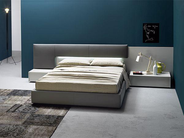 camera letto boiserie con parete blu holiday home