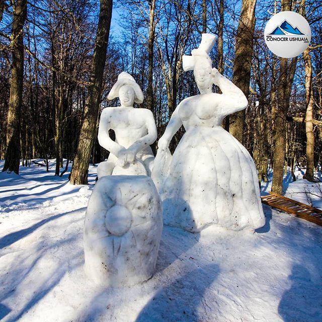 Esculturas de nieve en Haruwen y marcha blanca 2019 Ushuaia  @tierramayor  Esculturas de nieve en Haruwen y marcha blanca 2019 Ushuaia  @tierramayor @ushuaialoppet