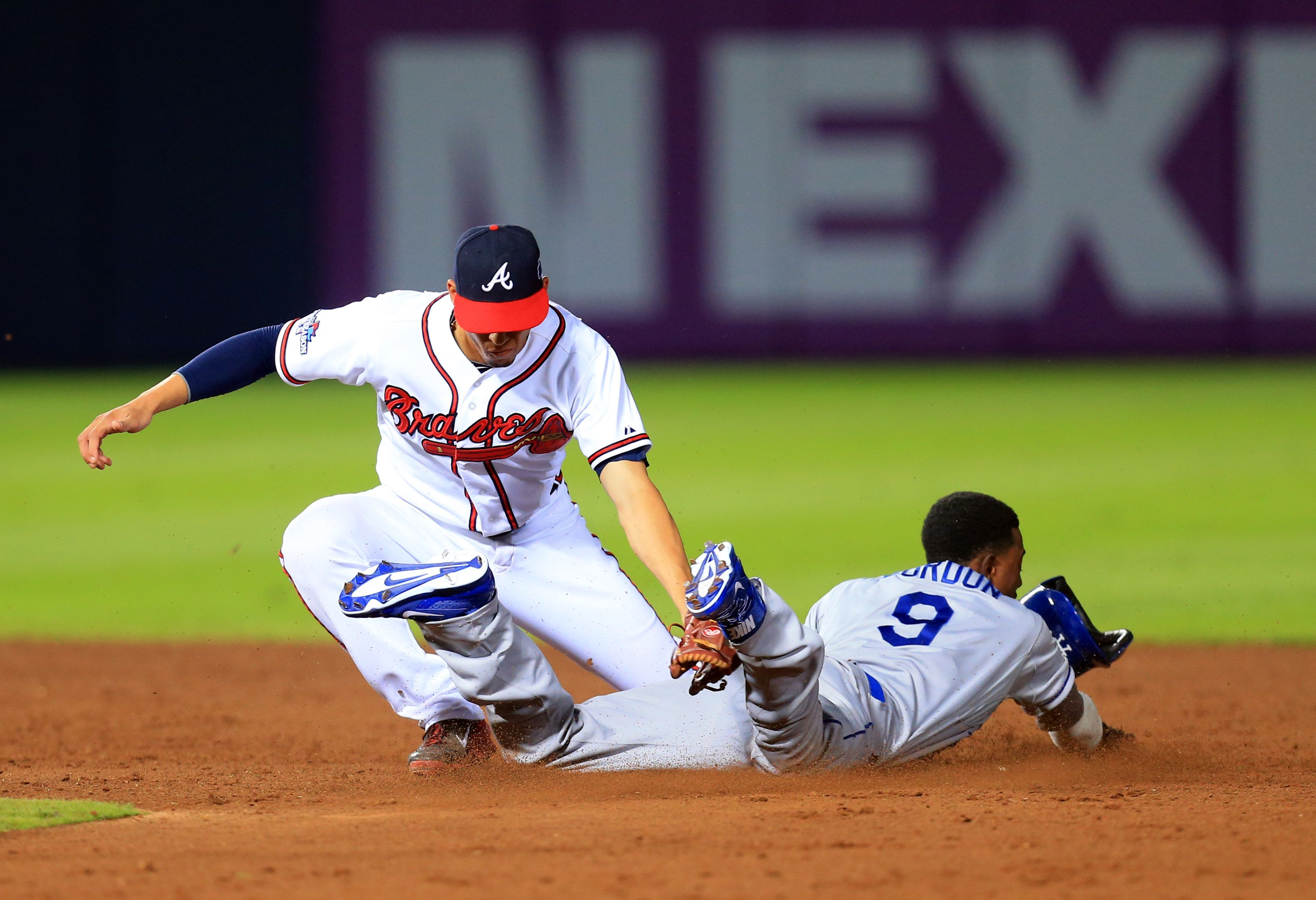 Crowdcam Hot Shot Atlanta Braves Shortstop Andrelton Simmons Tags Out Los Angeles Dodgers Shortstop Dee Gordon On A Sto Atlanta Braves Baseball Baseball Games