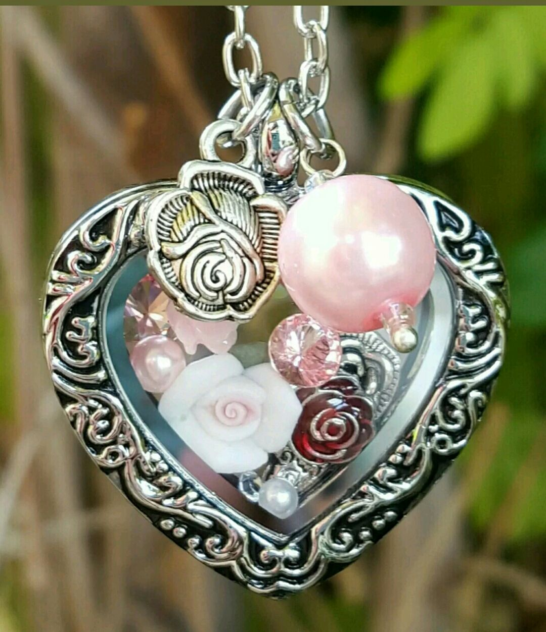 Origami owl style heart locket 3 roses jewe oos lockets origami owl style heart locket 3 roses jeuxipadfo Choice Image