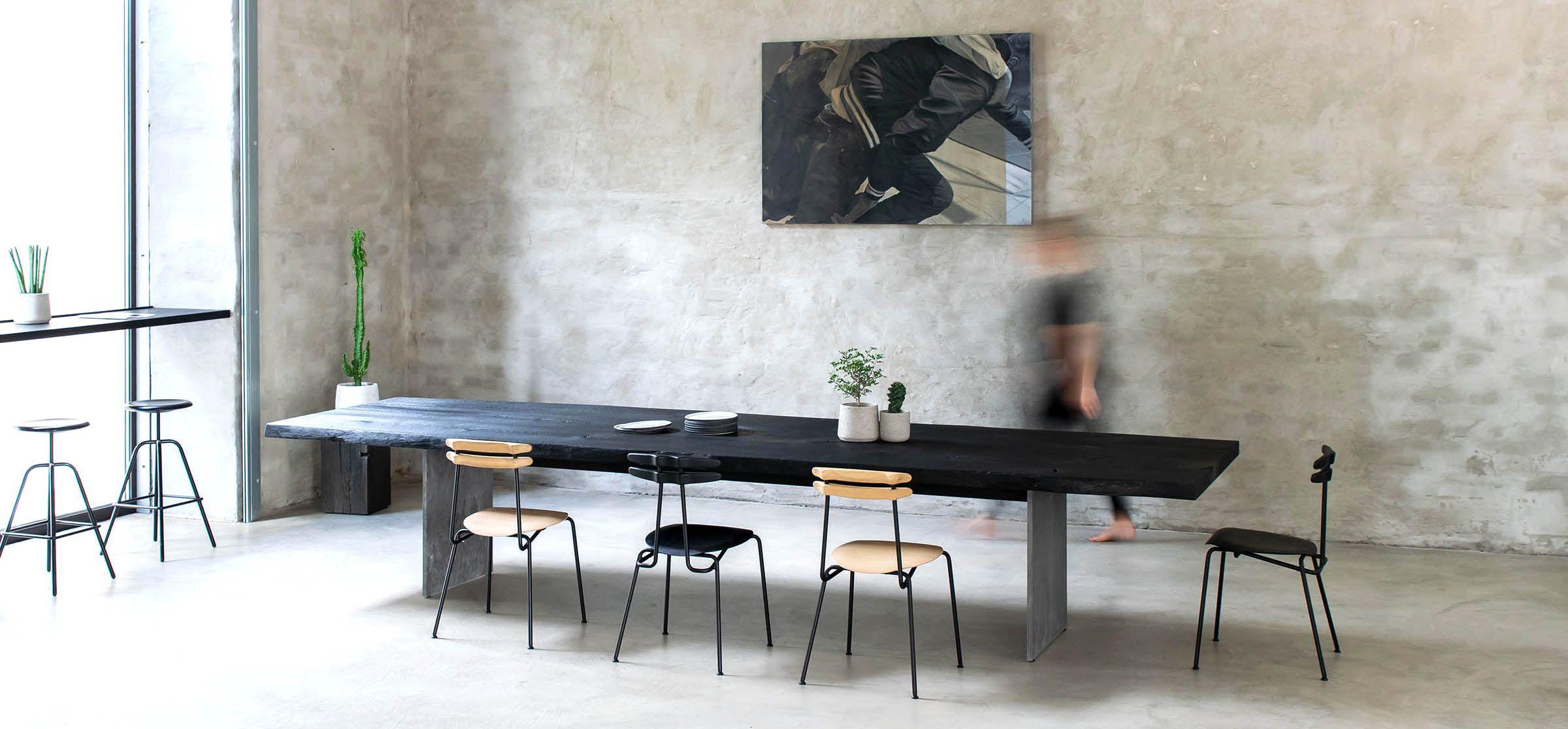 Esstisch Nach Maß In Geflammter Schwarzer Eiche Esstisch Esstisch Massivholz Tisch