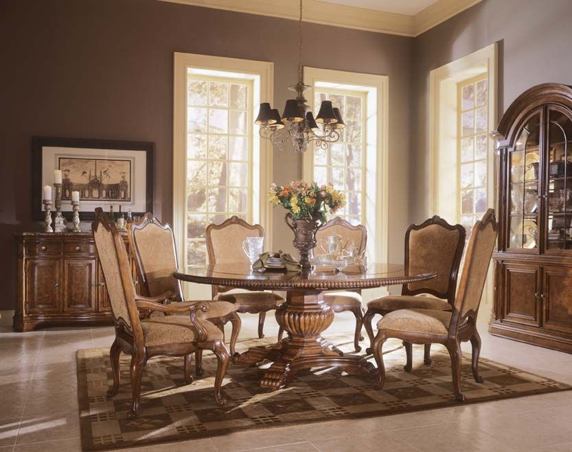 The Villa Cortina Round Dining Set Can Be Extended For Even More