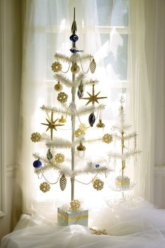 source: Martha Stewart As I put away my Thanksgiving dinner dishes I am  excited to think about decorating for Christmas. Leave it to Martha. - Christmas Inspiration Country Christmas Decorating Feather Tree