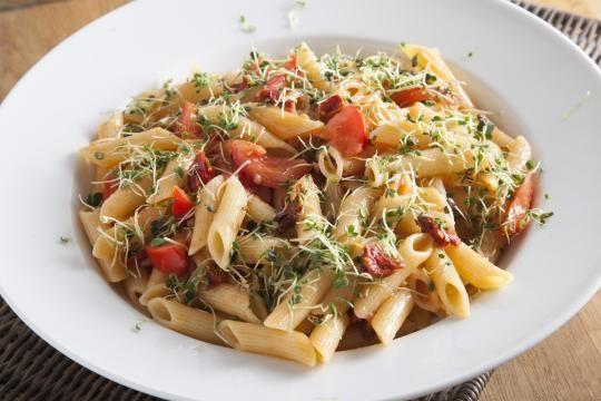Паста с помидорами и проростками | ВкусВилл