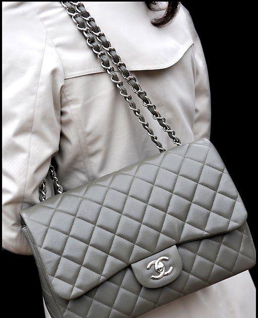 L Icône De La Maison Chanel C Est Lui Priscilla This Isn T 2 55 It S A Classic Flap Bag Has The Double Cc