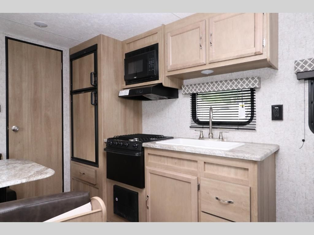 New 2019 Braxton Creek 23rb Travel Trailer At Optimum Rv Zephyrhills Fl 0bc081 Kitchen Designs Layout Blue Kitchen Cabinets Kitchen Layout